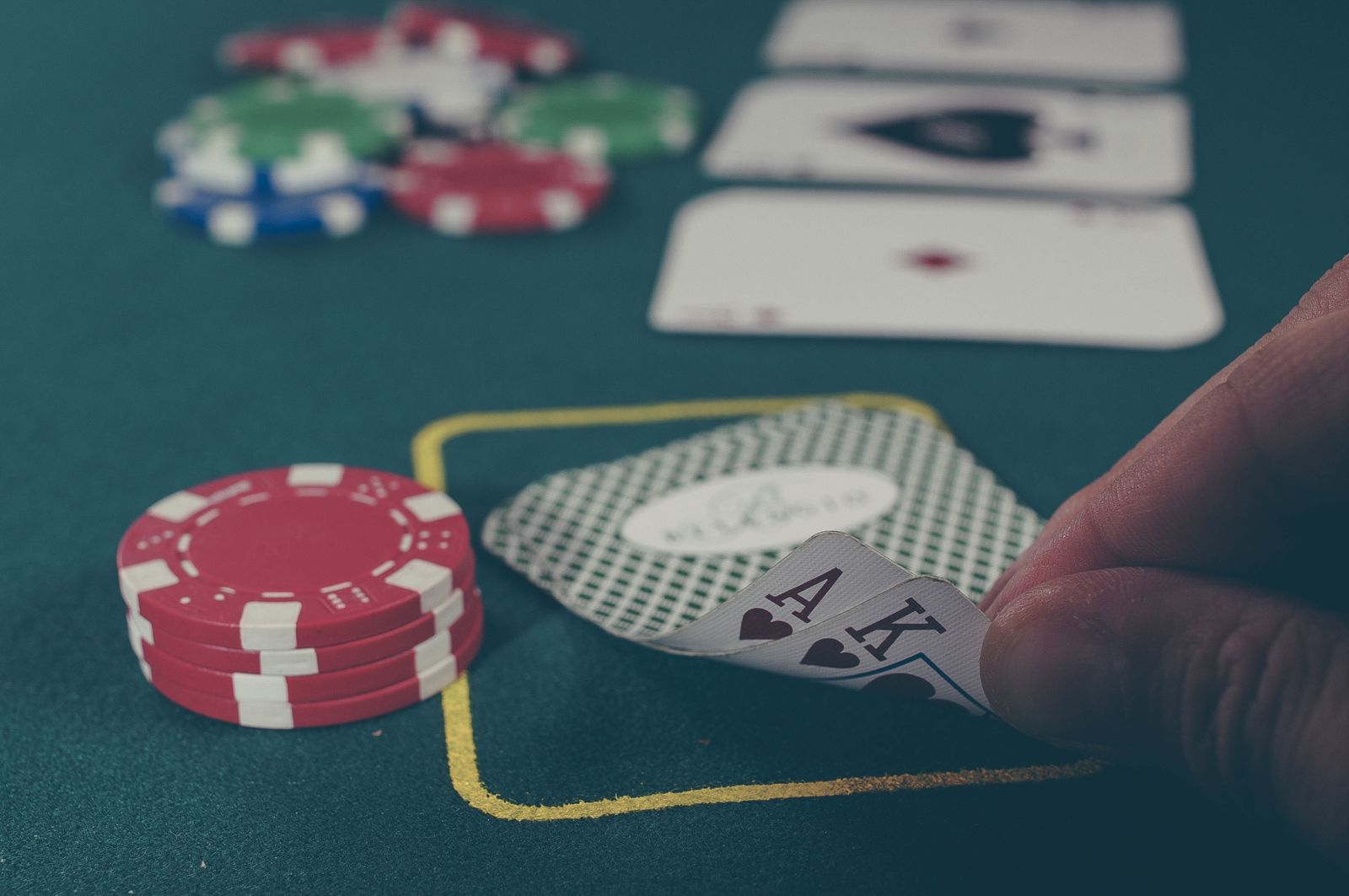Who Else Desires To Study Online Gambling?